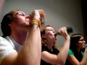 Η υπερκατανάλωση αλκοόλ είναι μεγάλη σε όλο τον κόσμο