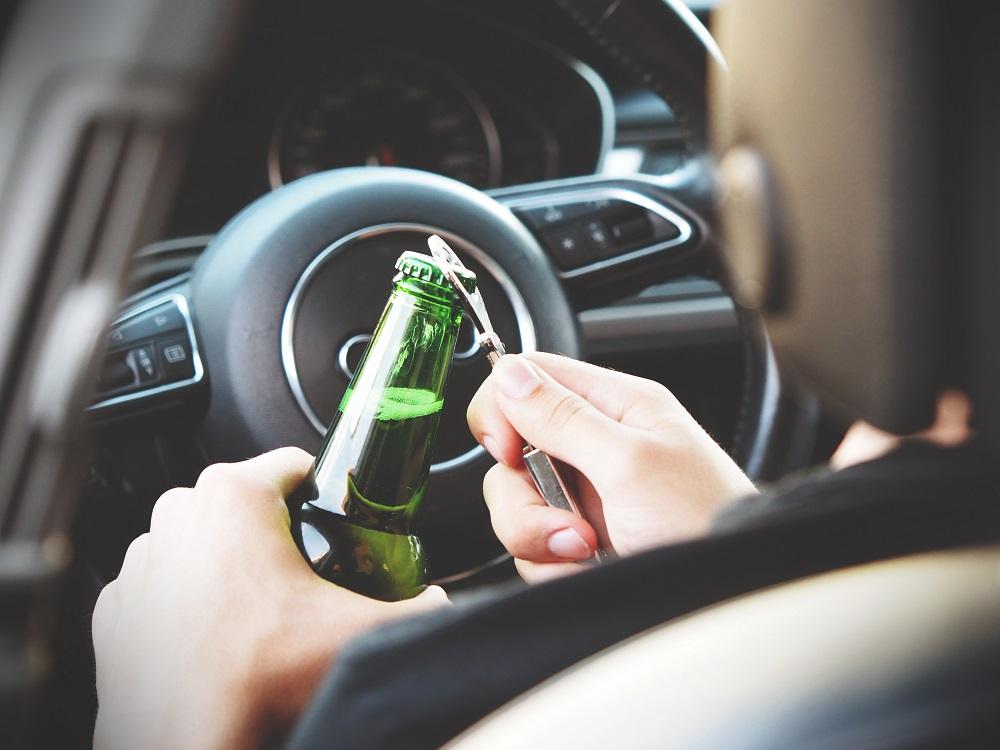 Οδήγηση υπό την επήρεια ναρκωτικών, αλκοόλ και φαρμάκων: μελέτη της emcdda