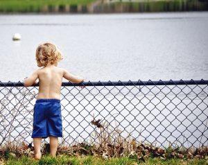 Μελέτη του LSE: η φτώχεια έχει τεράστιο αντίκτυπο στα γνωστικά & κοινωνικά αποτελέσματα των παιδιών