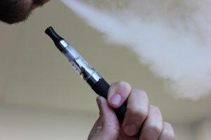 Χρήση ηλεκτρονικών τσιγάρων στο σπίτι: συμβουλές για τους γονείς