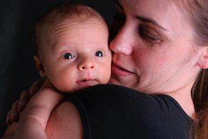 Μαμάδες- μέντορες βοηθούν στην καταπολέμηση του στίγματος της επιλόχειας διαταραχής διάθεσης