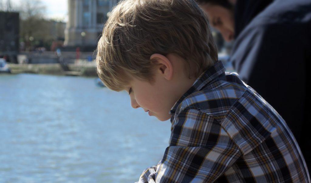"""Δεν είναι """"όλα καλά"""": τα παιδιά μπορούν να καταλάβουν πότε οι γονείς αποκρύπτουν το άγχος τους"""