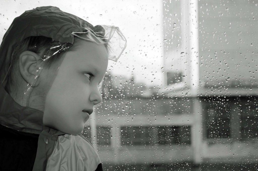 UNICEF: 1 στα 7 παιδιά και νέοι έχουν ζήσει το μεγαλύτερο μέρος του περασμένου έτους σύμφωνα με τις πολιτικές παραμονής στο σπίτι, θέτοντας σε κίνδυνο τη ψυχική τους υγεία και ευεξία